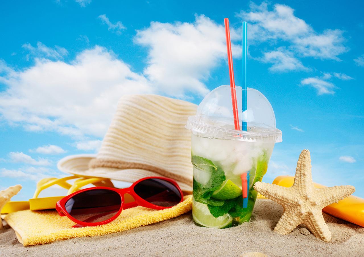 Фотографии пляжа Шляпа Мохито Песок стакана очков Полотенце напиток Пляж пляжи пляже шляпе шляпы песка песке Стакан стакане Очки очках Напитки