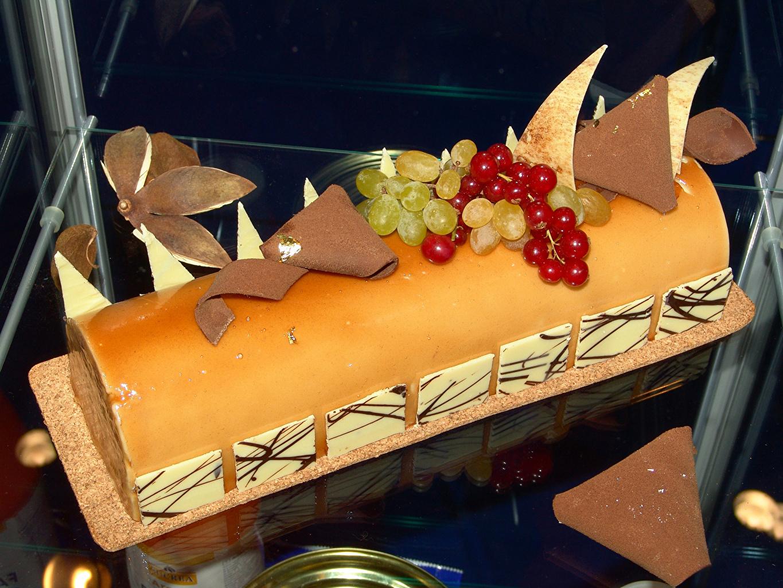 Обои для рабочего стола Рулет Шоколад Торты Виноград Смородина Еда сладкая еда Дизайн Пища Продукты питания Сладости дизайна