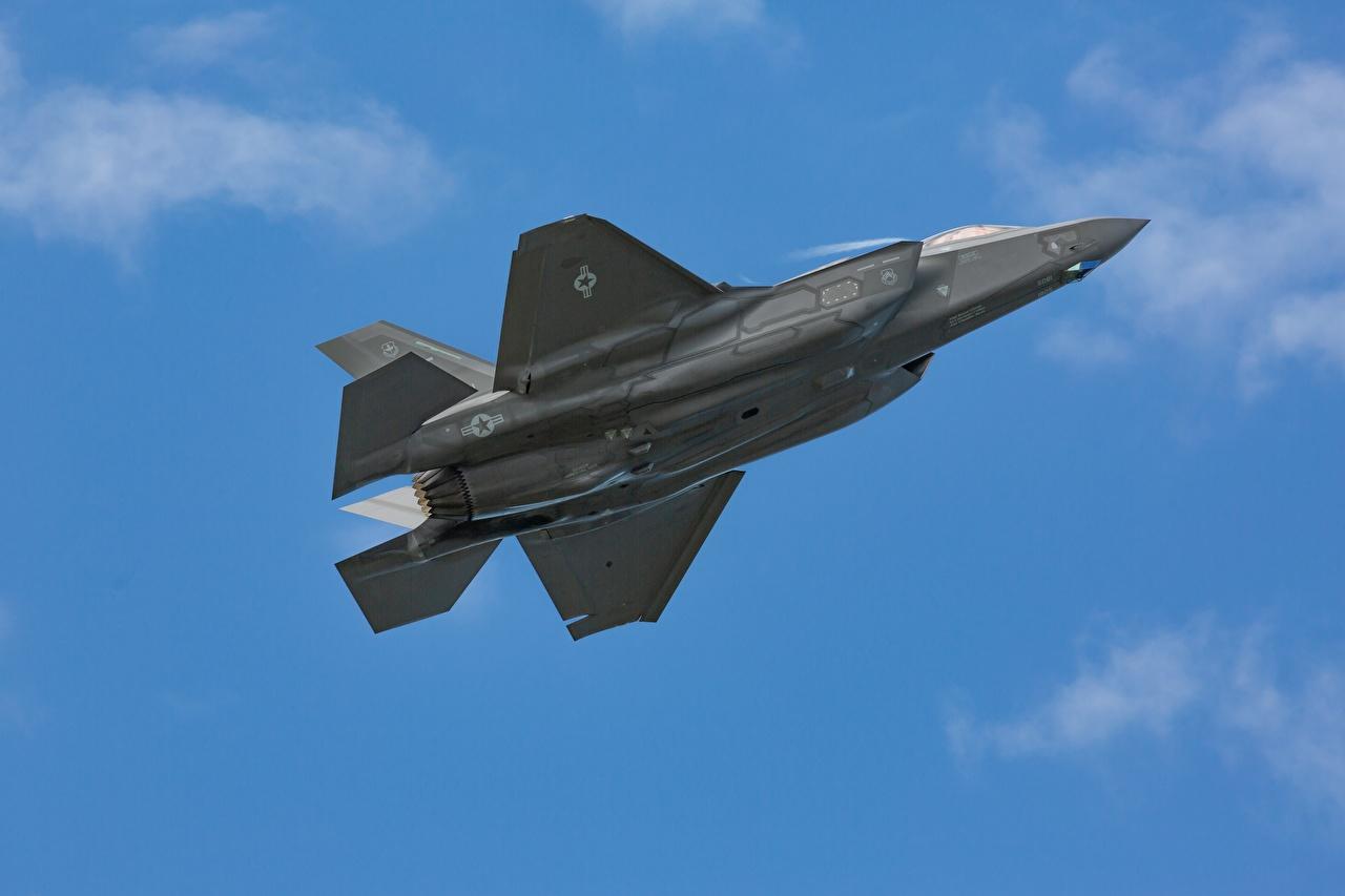 Фотографии Истребители Самолеты Вид снизу F-35 летит Авиация летят Полет летящий