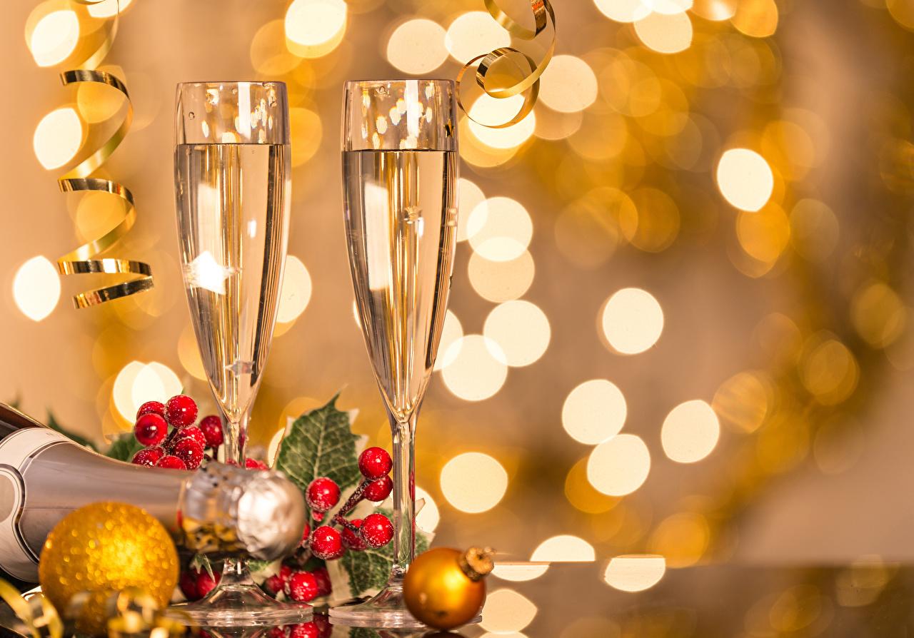 Фотография Новый год два Шампанское Пища бокал Ягоды Шарики Рождество 2 две Двое вдвоем Игристое вино Еда Шар Бокалы Продукты питания