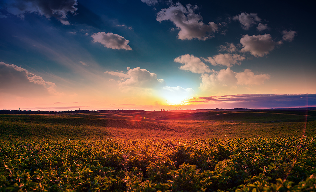 Картинки Природа Поля Небо Пейзаж Рассветы и закаты Облака