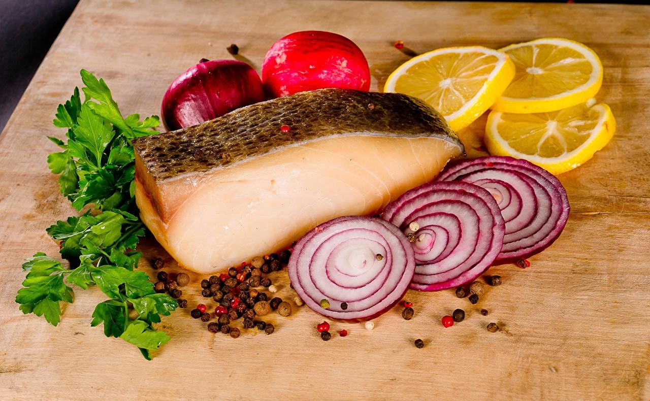 Фотографии Лук репчатый Рыба Лимоны Специи нарезка Продукты питания Еда Пища пряности приправы Нарезанные продукты