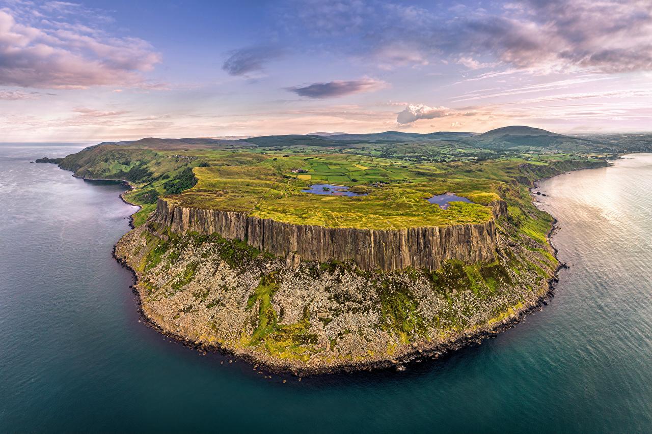 Картинка Великобритания Northern Ireland, Antrim Скала Природа Небо Холмы Побережье Облака Утес скале скалы холм холмов берег облако облачно