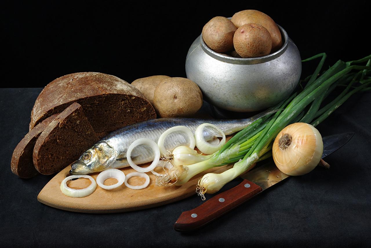 Обои Картофель Лук репчатый Рыба Хлеб Пища Разделочная доска картошка Еда Продукты питания