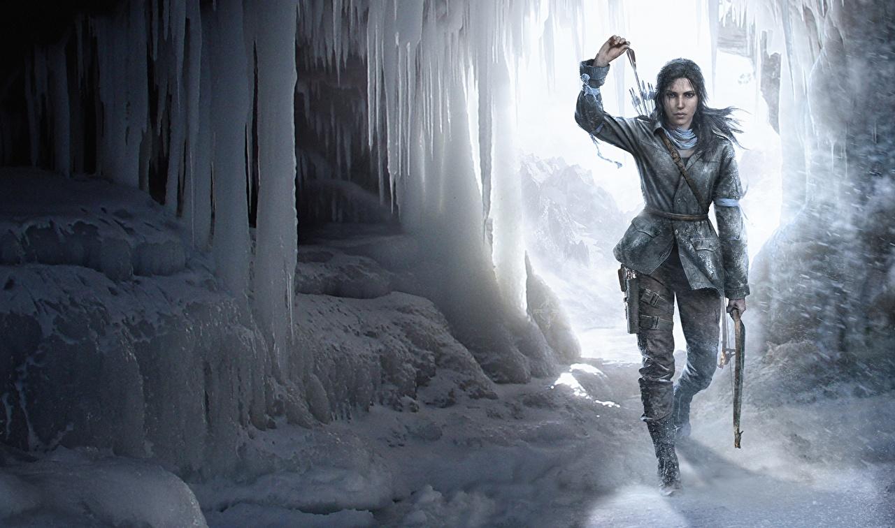 Картинки Rise of the Tomb Raider Лучники Лара Крофт Crystal Dynamics, Eidos Montréal, Square Enix льда Зима пещеры девушка снеге компьютерная игра Лед зимние пещере Пещера Девушки молодая женщина молодые женщины Снег Игры снега снегу
