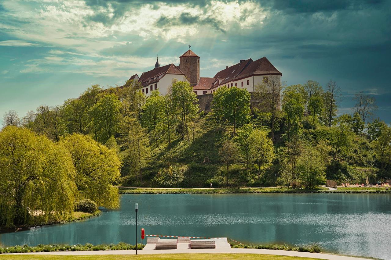 Картинка Германия Bad Iburg, lower Saxony, Osnabruck Замки Озеро Холмы Города замок холм холмов город