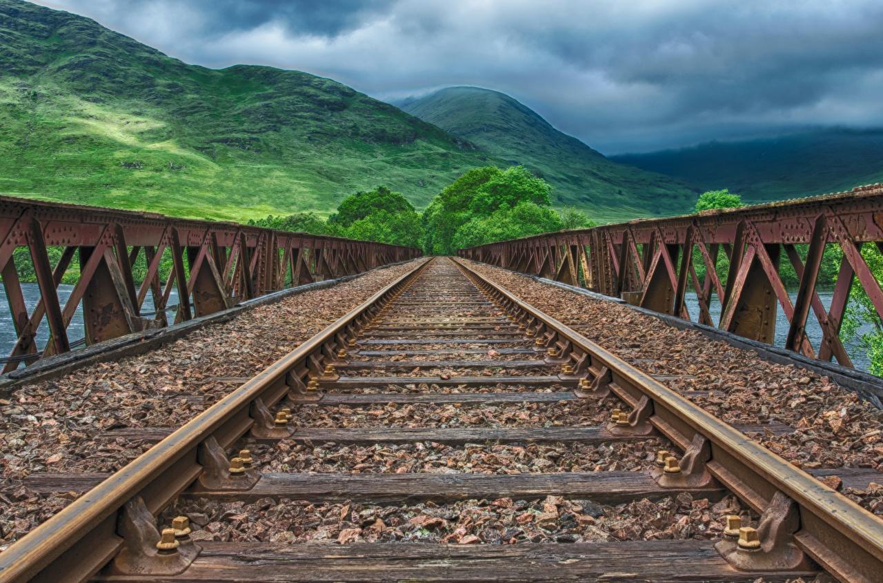 Обои для рабочего стола Рельсы Горы Мосты Железные дороги рельсах гора мост