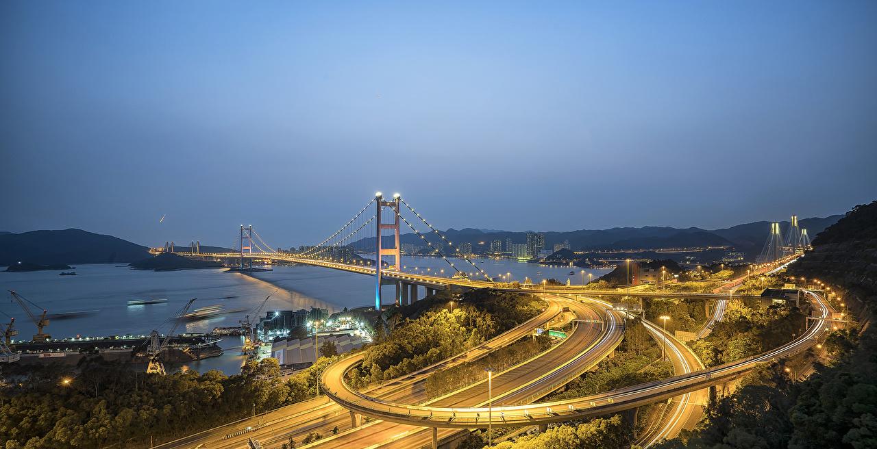 Картинки Гонконг Китай мост Дороги Залив ночью Причалы Гирлянда Уличные фонари Города Мосты Ночь Пирсы в ночи Ночные заливы залива Пристань Электрическая гирлянда город