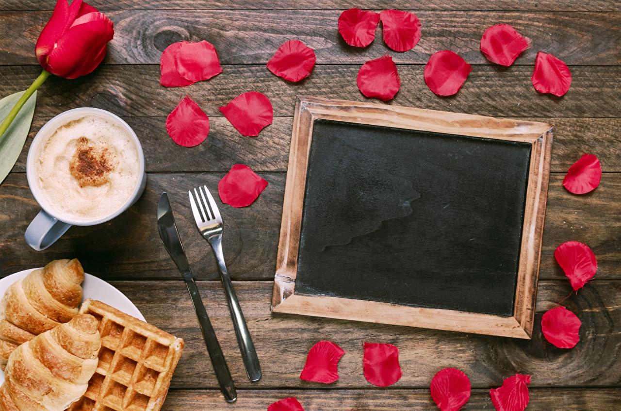 Фотографии Капучино лепестков цветок Вилка столовая Шаблон поздравительной открытки Лепестки Цветы вилки