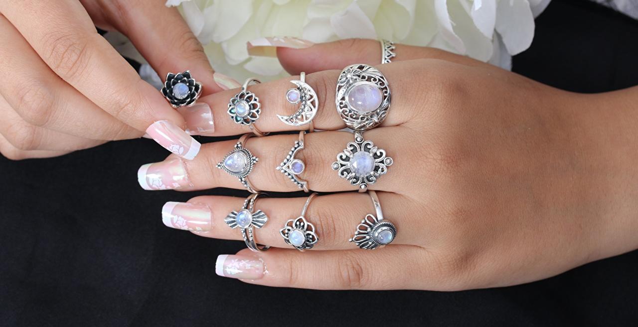 Картинки маникюра Кольцо рука Пальцы Много Крупным планом Маникюр кольца кольца ювелирное кольцо Руки вблизи