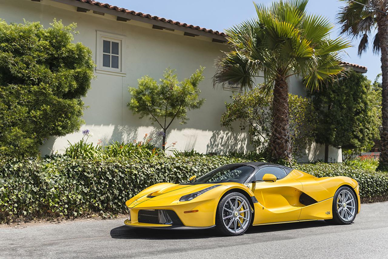 Фото Ferrari 2016-18 LaFerrari Aperta желтая Металлик Автомобили Феррари желтых желтые Желтый авто машина машины автомобиль