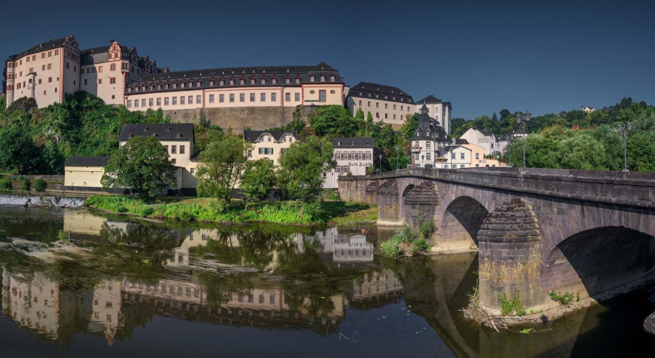 Картинка Германия Weilburg, Hessen замок Мосты Реки Дома город мост Замки река речка Города Здания