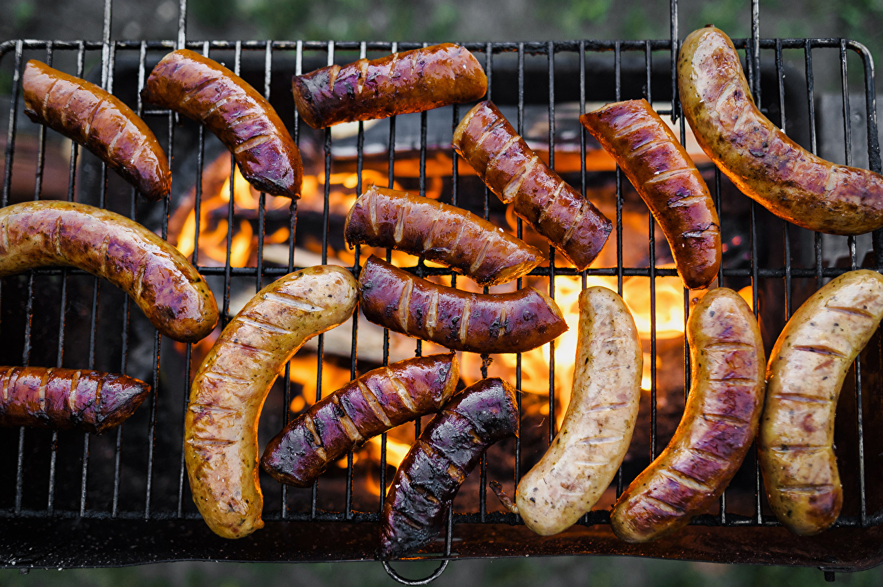 Обои для рабочего стола пламя Сосиска Еда Мясные продукты Огонь Пища Продукты питания
