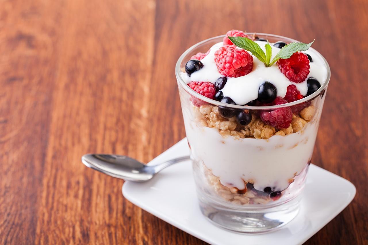 Фотографии Йогурт Десерт Стакан Еда Ягоды Мюсли стакане стакана Пища Продукты питания