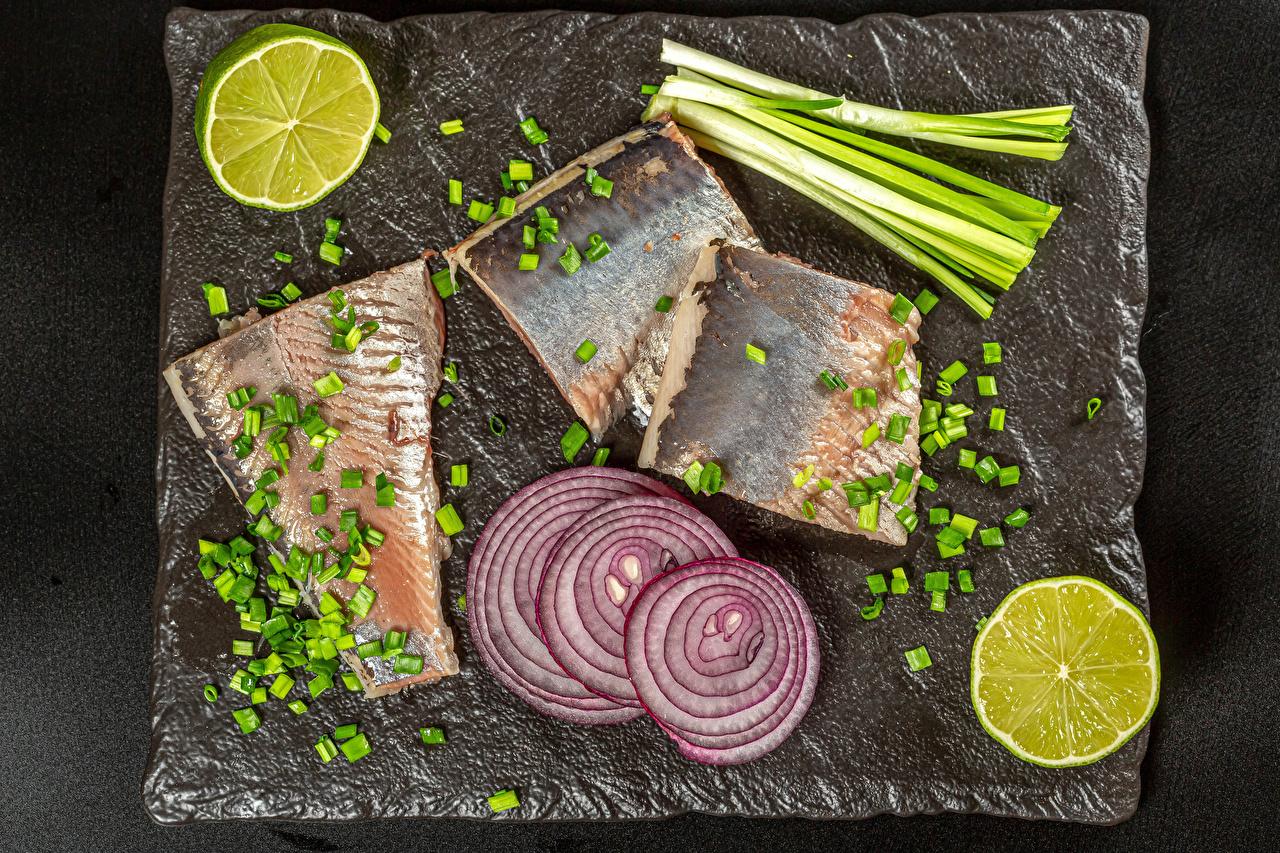 Картинка Зелёный лук Лайм Лук репчатый Рыба Еда Разделочная доска Пища Продукты питания разделочной доске