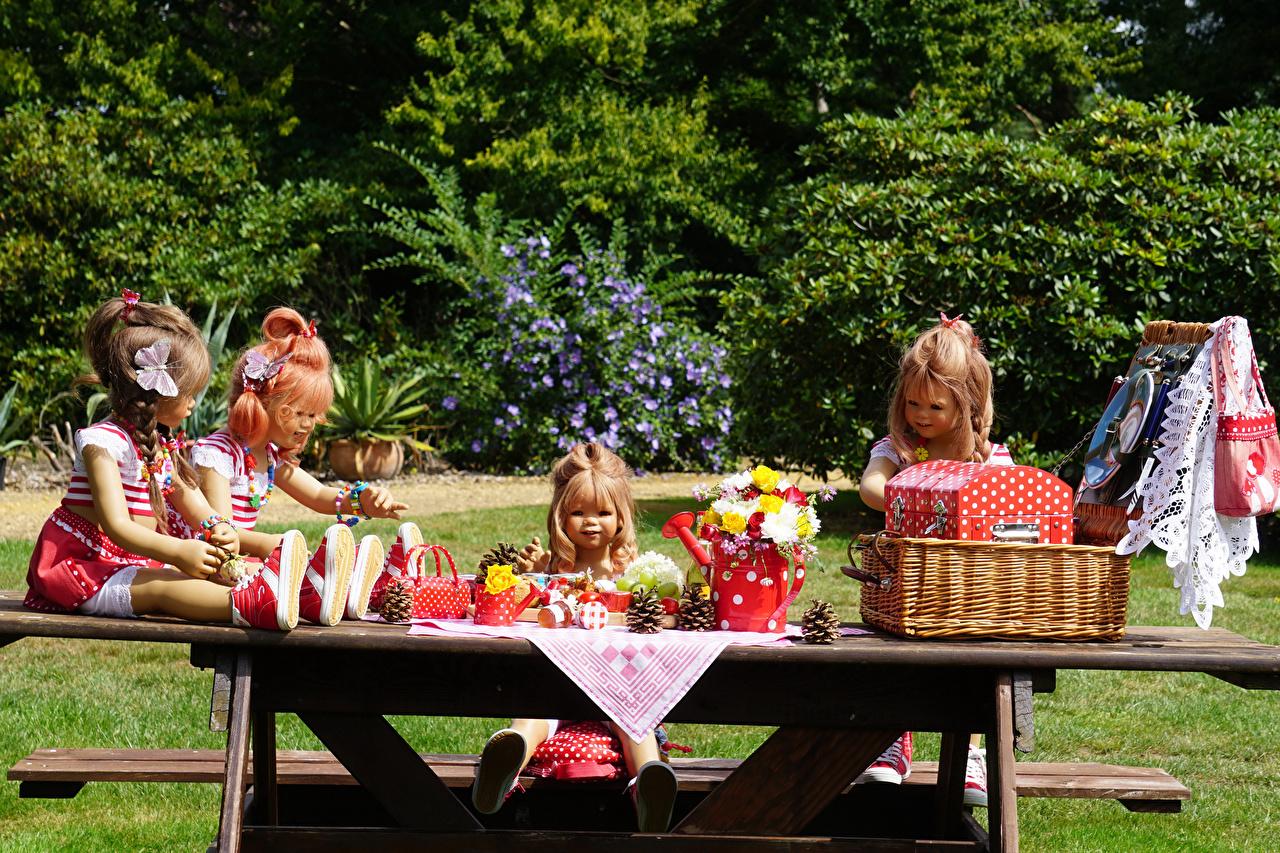 Обои для рабочего стола девочка Германия Кукла Grugapark Essen Букеты Природа Парки Корзинка Девочки куклы букет парк Корзина корзины