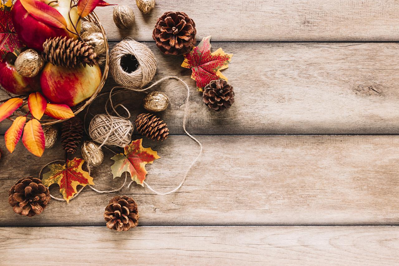 Фотографии Листья Осень Природа Яблоки Шишки Орехи Доски Листва осенние