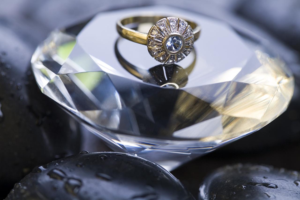 Фото Бриллиант ювелирное кольцо вблизи алмаз обработанный Кольцо кольца кольца Крупным планом