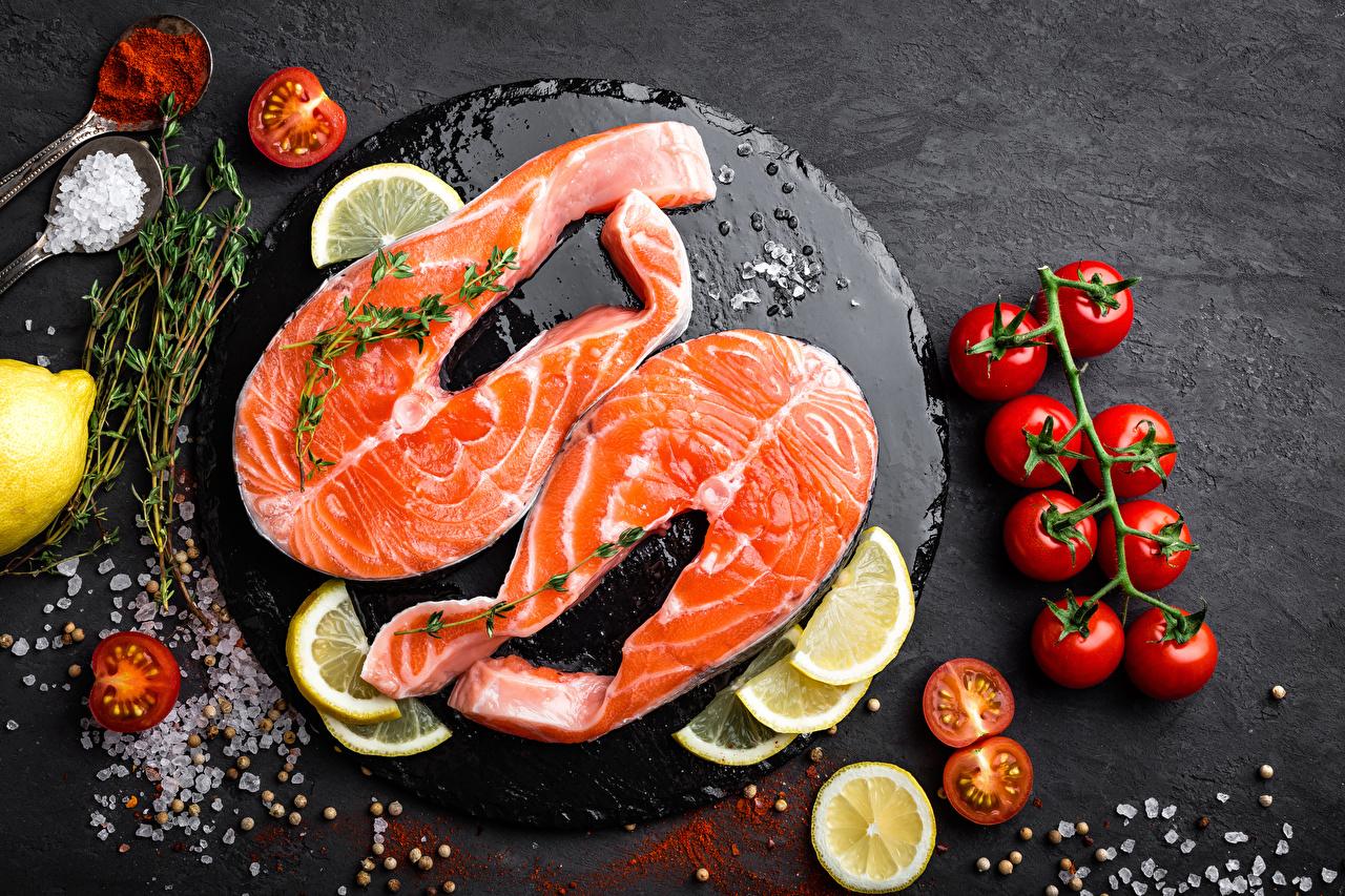 Картинки Томаты Рыба Соль Лимоны Пища Разделочная доска Помидоры Еда Продукты питания