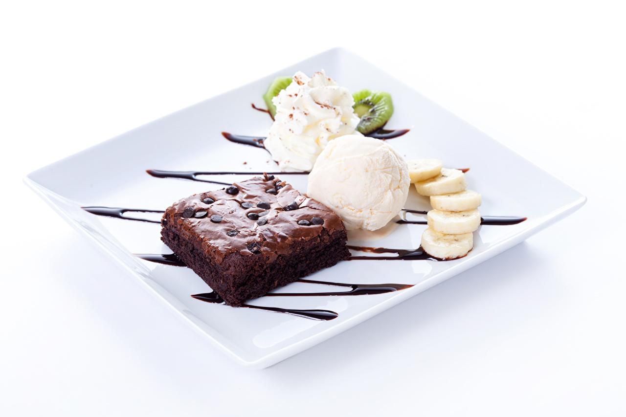 Фото Шоколад Мороженое Десерт Пища Шарики Сладости Пирожное Белый фон Шар Еда Продукты питания белом фоне белым фоном сладкая еда