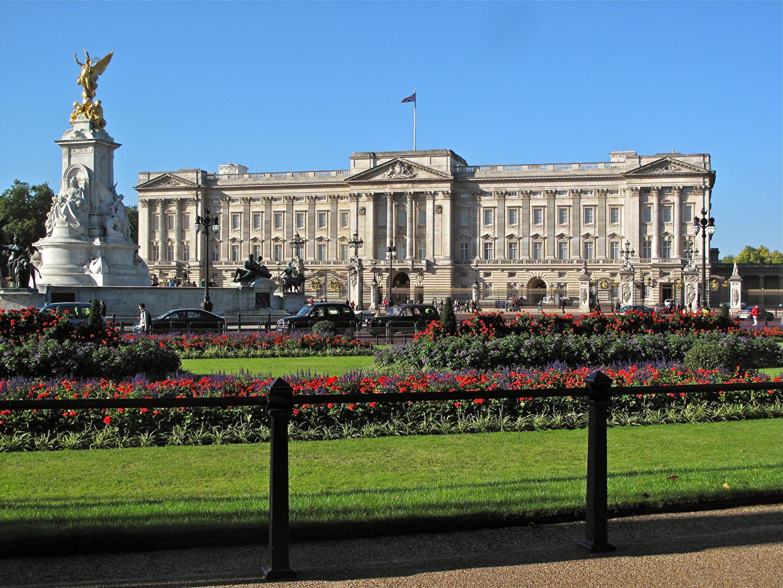 Фотографии дворца Англия Памятники Buckingham Palace Газон Города Дизайн Дворец газоне город дизайна