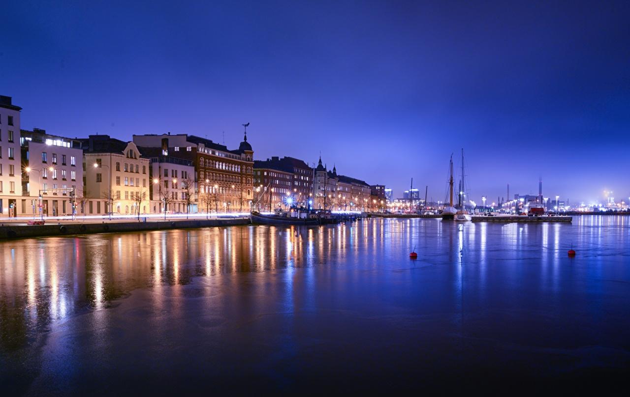 Картинки Хельсинки Финляндия в ночи Пристань Дома Города Ночь Пирсы ночью Ночные Причалы город Здания
