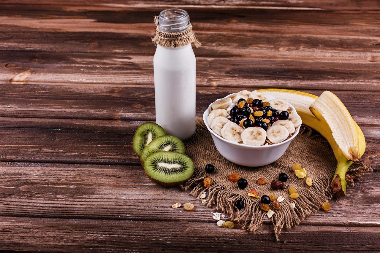 Картинки Молоко Изюм Завтрак Киви Бананы Еда Мюсли Бутылка Доски Пища бутылки Продукты питания