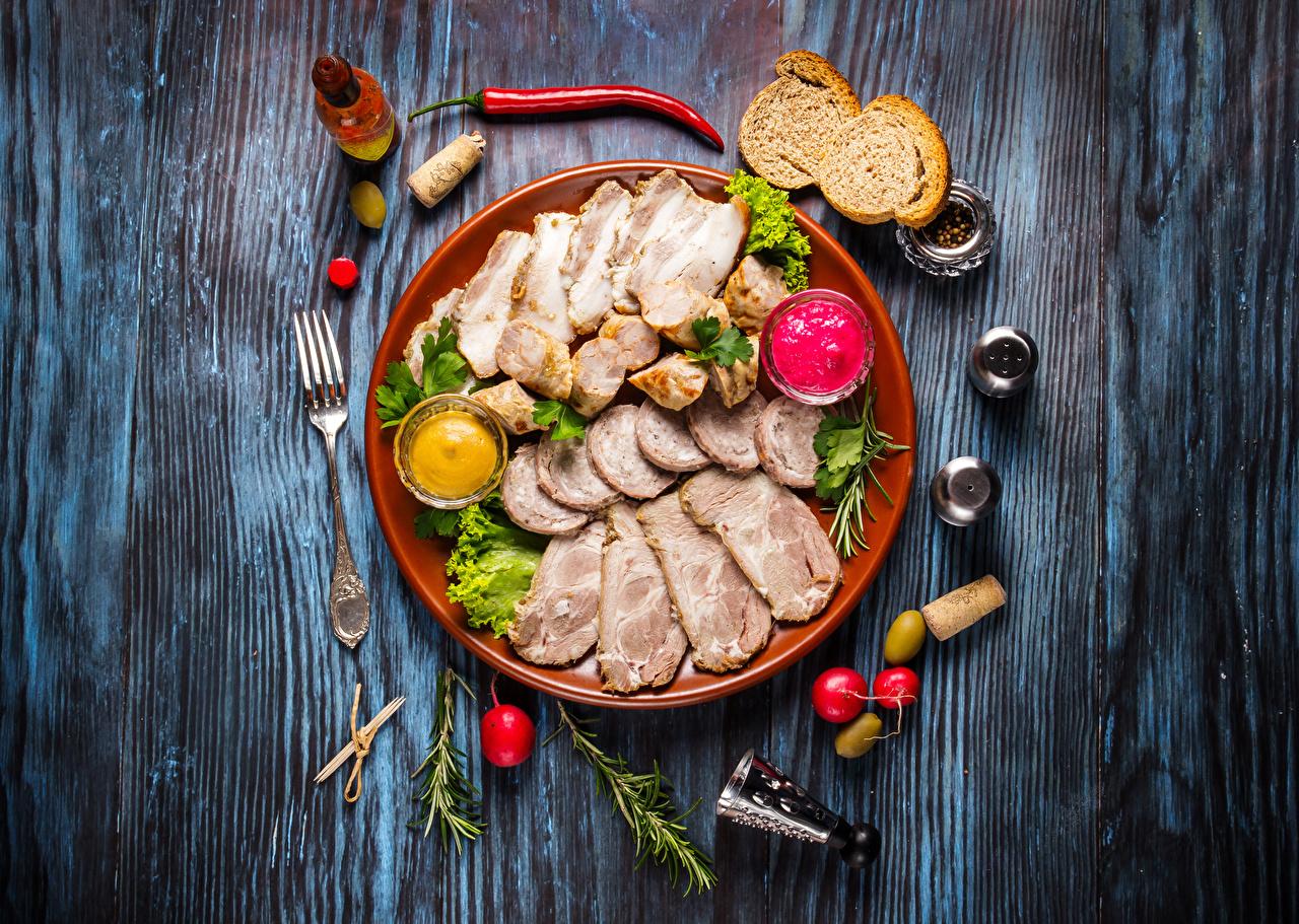 Фото Редис Хлеб Перец Тарелка Вилка столовая Продукты питания Нарезанные продукты Мясные продукты Доски Еда Пища вилки нарезка тарелке перец овощной