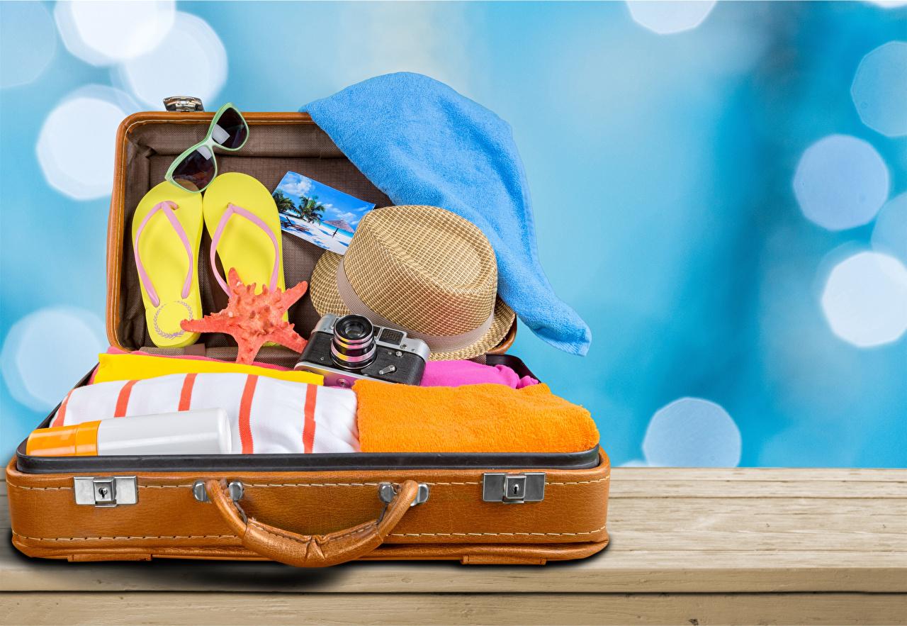 Фотография Туризм фотокамера Вьетнамки шляпы чемоданы Очки Фотоаппарат шлепки сланцы шляпе Шляпа Чемодан чемоданом очках очков