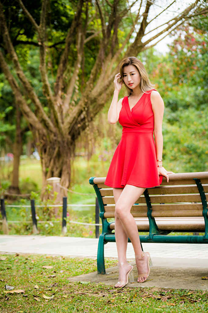 Обои для рабочего стола красная девушка ног Азиаты Скамья Платье  для мобильного телефона Красный красные красных Девушки молодая женщина молодые женщины Ноги азиатки азиатка Скамейка платья