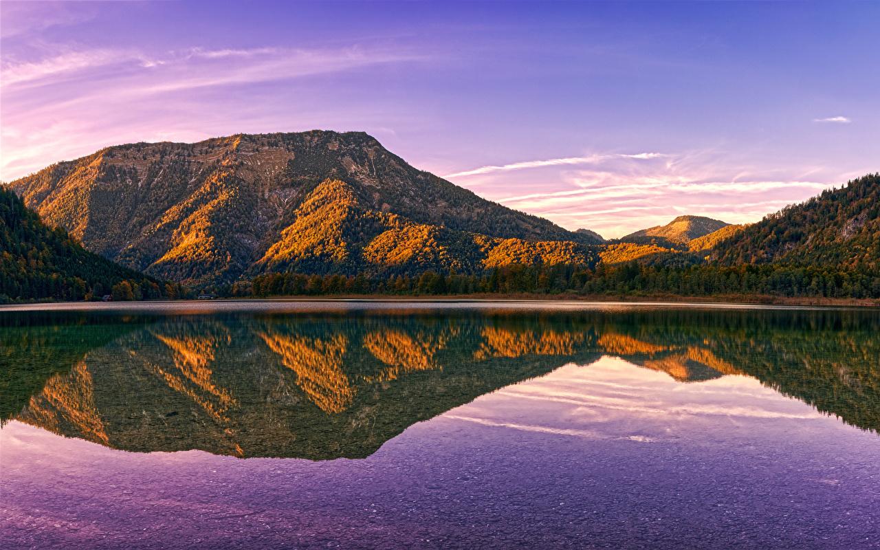 Картинки Австрия Politischer Bezirk Gmunden Горы Осень Природа Леса Озеро отражается гора осенние лес Отражение отражении