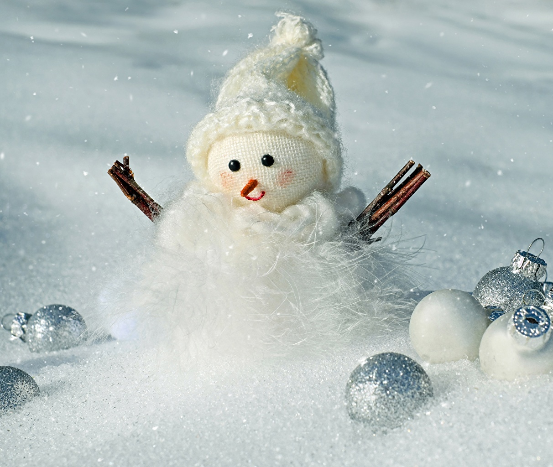 Картинки Новый год в шапке снега Снеговики Шарики Рождество Шапки шапка Снег снеге снегу снеговик снеговика Шар