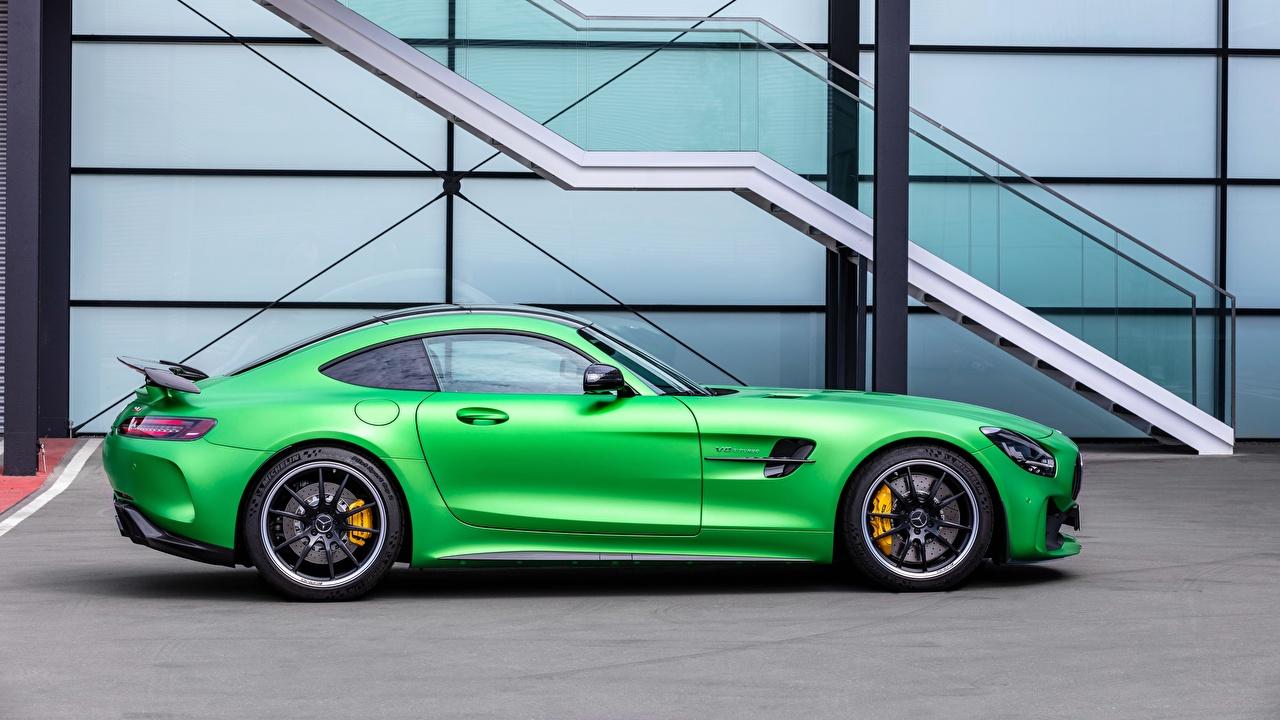 Обои для рабочего стола Mercedes-Benz AMG GT Зеленый Сбоку машина Металлик Мерседес бенц зеленая зеленые зеленых авто машины Автомобили автомобиль