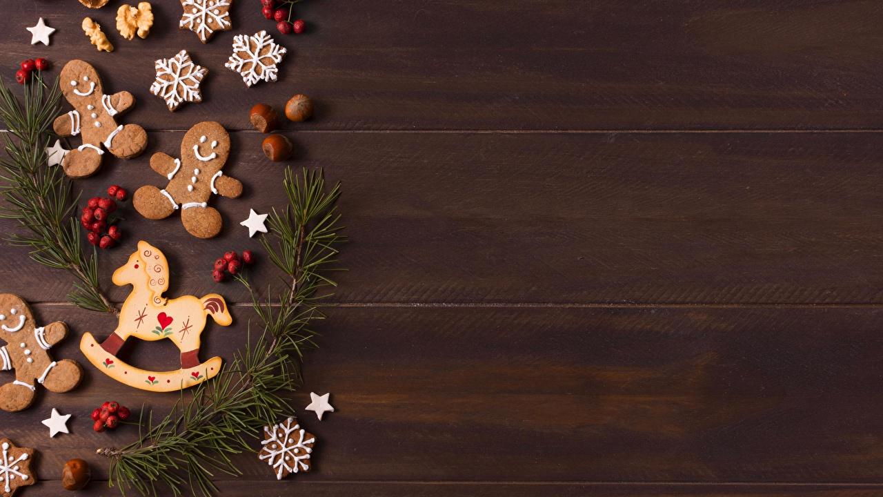 Фотография Рождество Лесной орех Ягоды Печенье на ветке Шаблон поздравительной открытки Новый год Фундук ветвь ветка Ветки