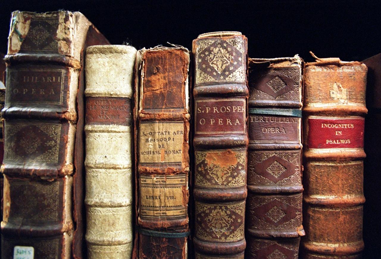 Обои для рабочего стола Книга Старый вблизи книги старые старая Крупным планом