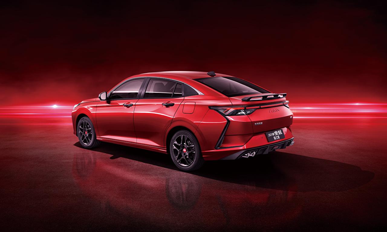 Фотографии Китайские Dongfeng Aeolus Yixuan CTCC Edition, 2021 Красный машины Металлик Красный фон китайский китайская красная красные красных авто машина Автомобили автомобиль красном фоне