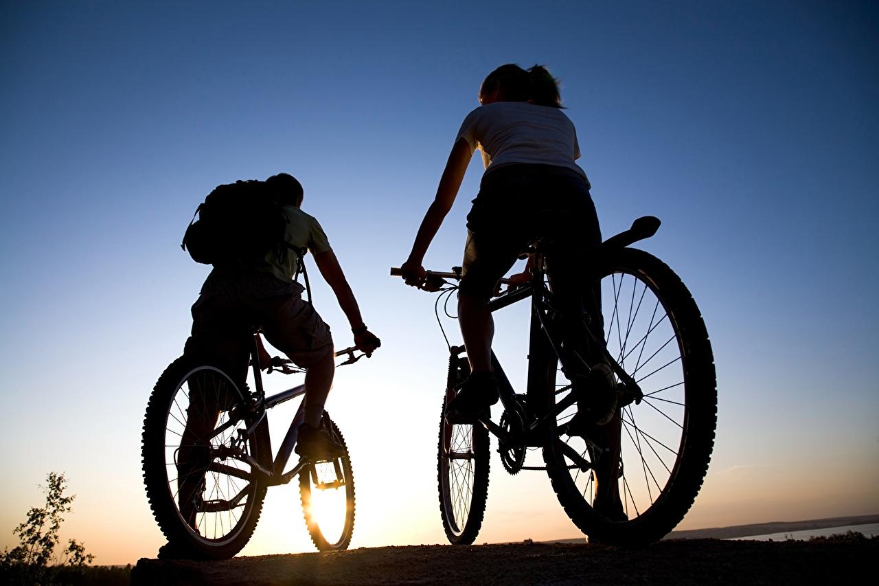 Фотографии Силуэт велосипеды Двое спортивная силуэты силуэта Велосипед велосипеде 2 два две Спорт вдвоем спортивный спортивные