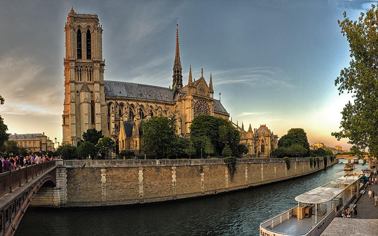 Фото париже Собор Франция Notre-Dame мост Храмы речка город Париж Мосты храм Реки река Города
