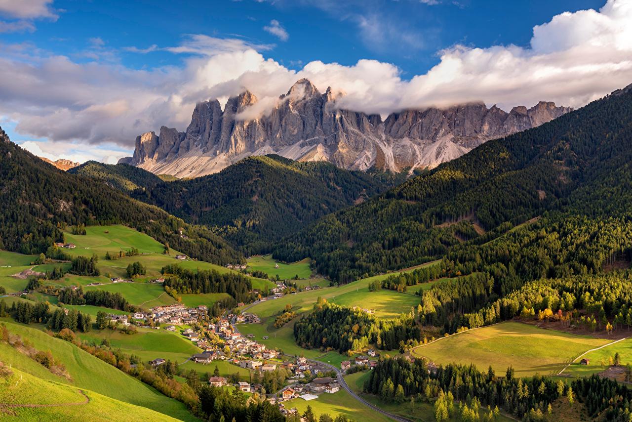 Картинки альп Италия Villnoess valley, Dolomites Долина гора Природа Сверху Облака дерева Альпы Горы дерево облако облачно Деревья деревьев