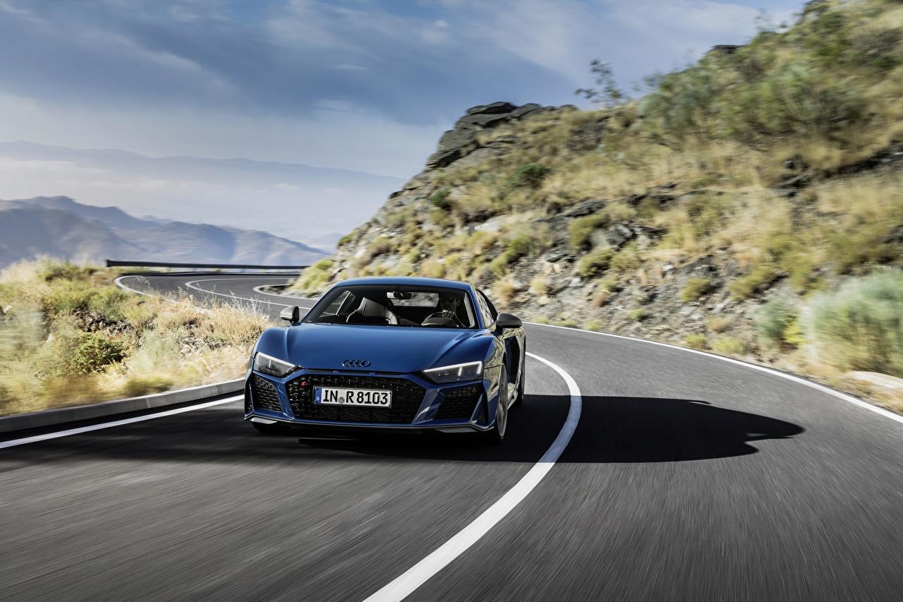 Картинки Audi R8 V10 quattro performance Синий едущая Дороги авто Спереди Ауди синих синие синяя едет едущий Движение скорость машина машины автомобиль Автомобили