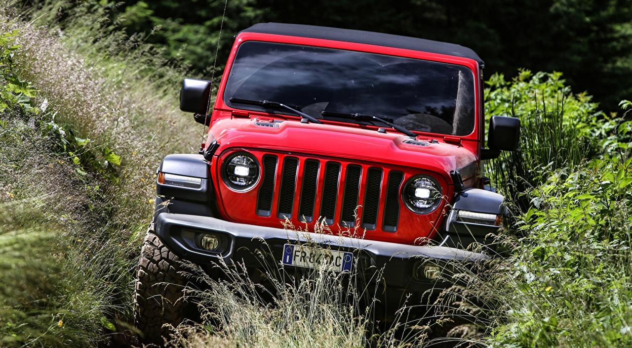 Фото Jeep Внедорожник Wrangler, Rubicon EU-spec, 2018 Красный Спереди Автомобили кустов Джип SUV красная красные красных авто машины машина автомобиль Кусты