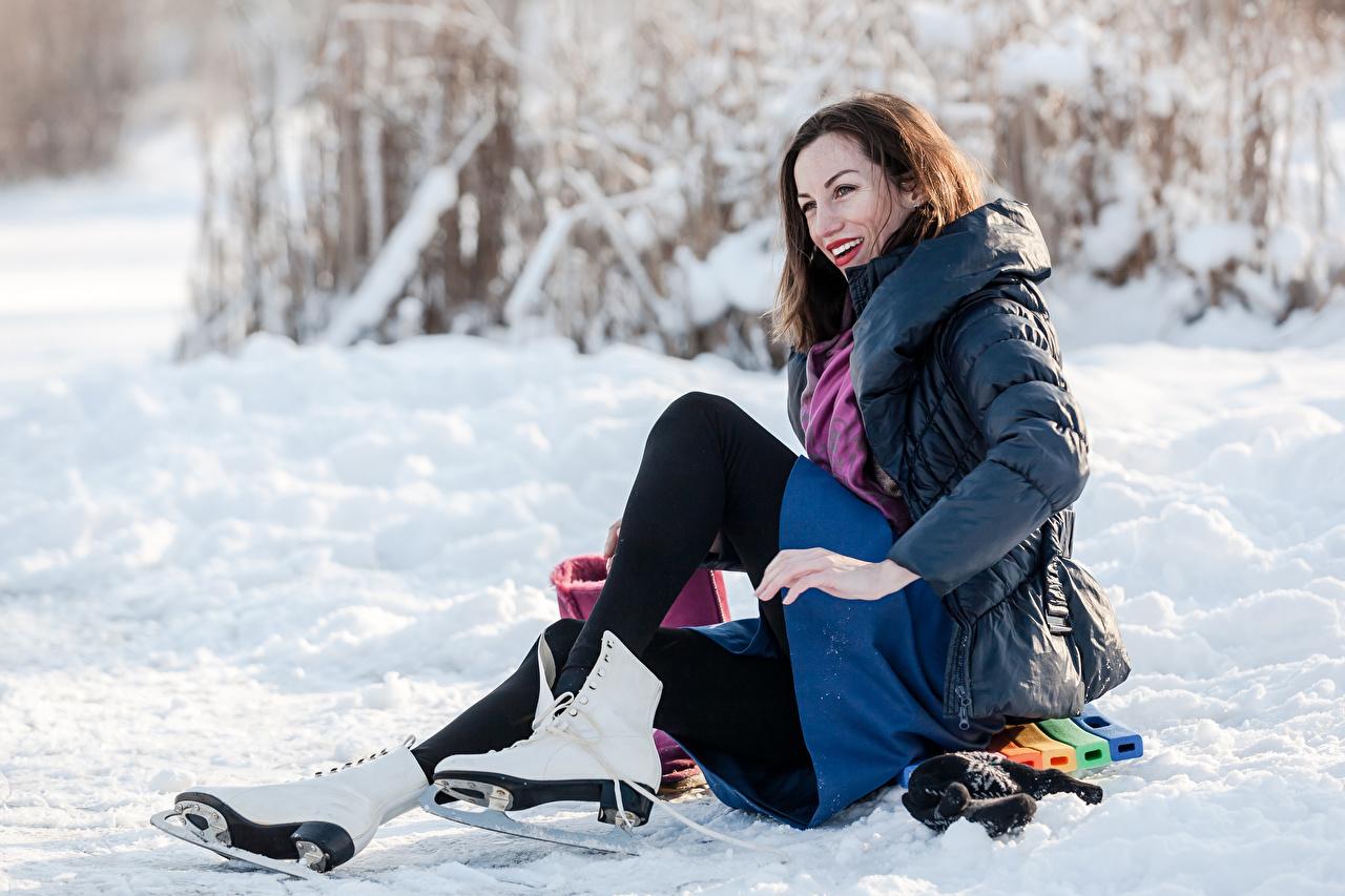 Картинки коньках Шатенка улыбается зимние девушка снегу Коньки шатенки Улыбка Зима Девушки молодая женщина молодые женщины Снег снега снеге