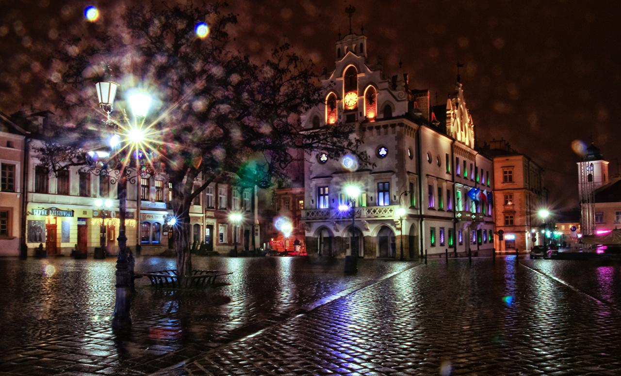 Картинка Польша Rzeszow Ночные Уличные фонари Дома город Ночь ночью в ночи Здания Города