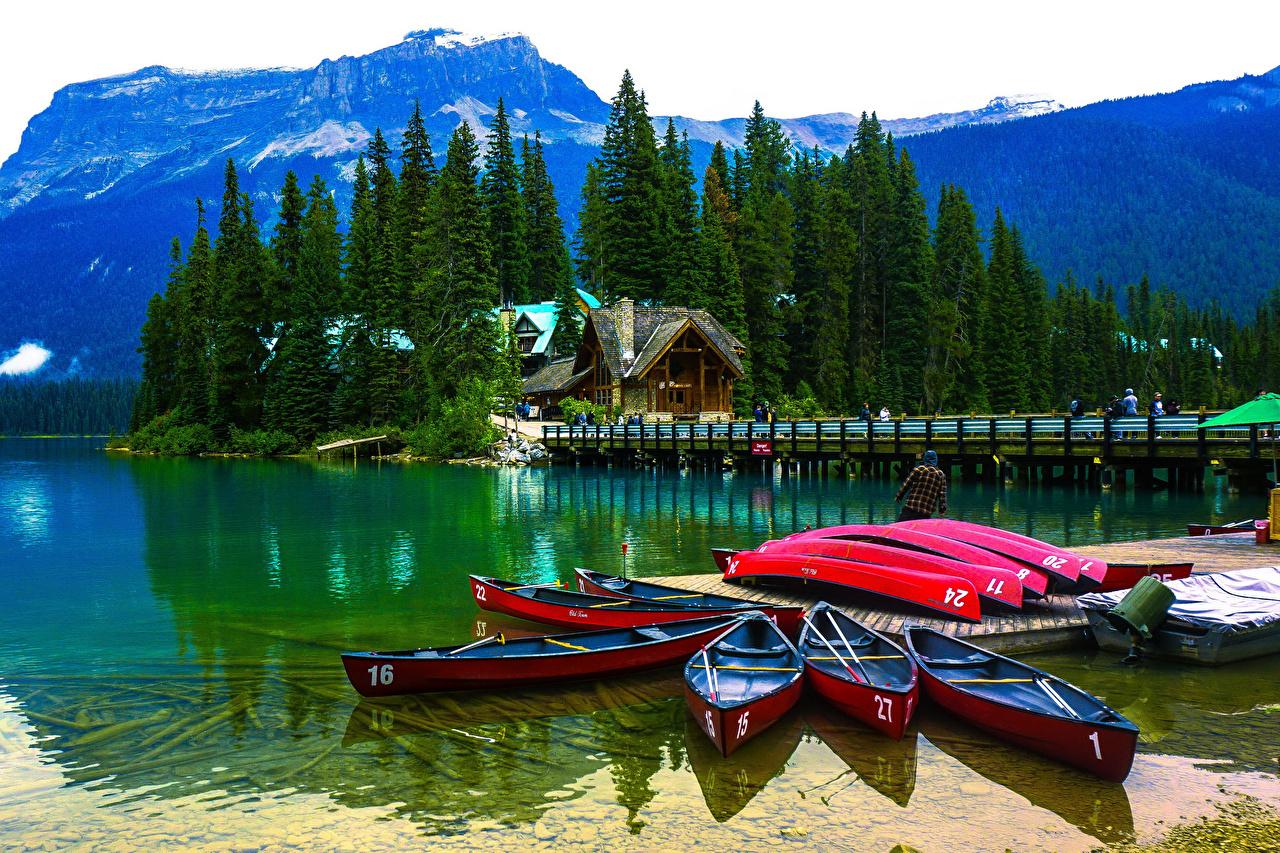 Фотография Канада Emerald Lake Yoho National Park Ель Горы Природа Озеро Парки Лодки Пирсы Дома Причалы Пристань Здания
