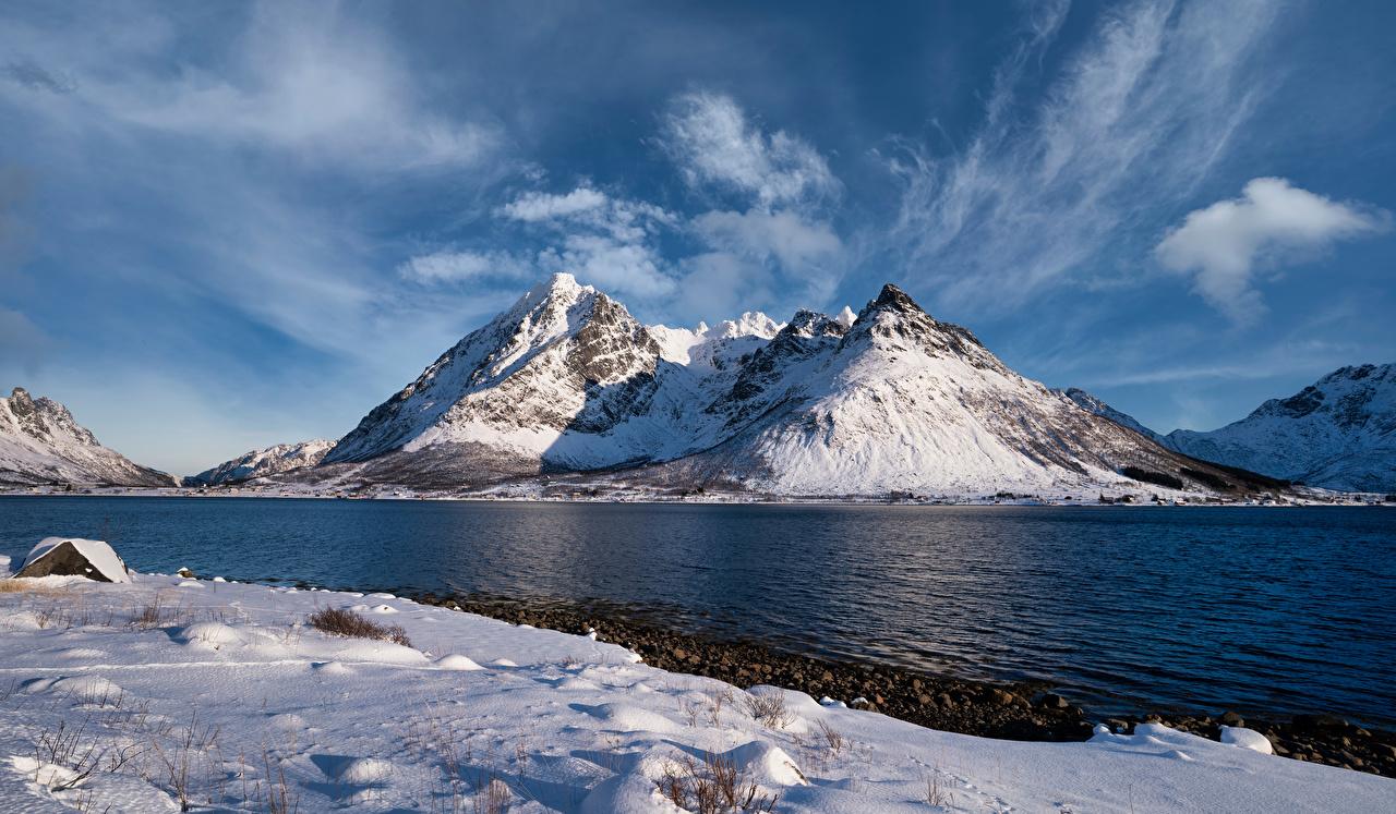 Обои для рабочего стола Лофотенские острова Норвегия Higravstinden Горы Природа Облака гора облако облачно