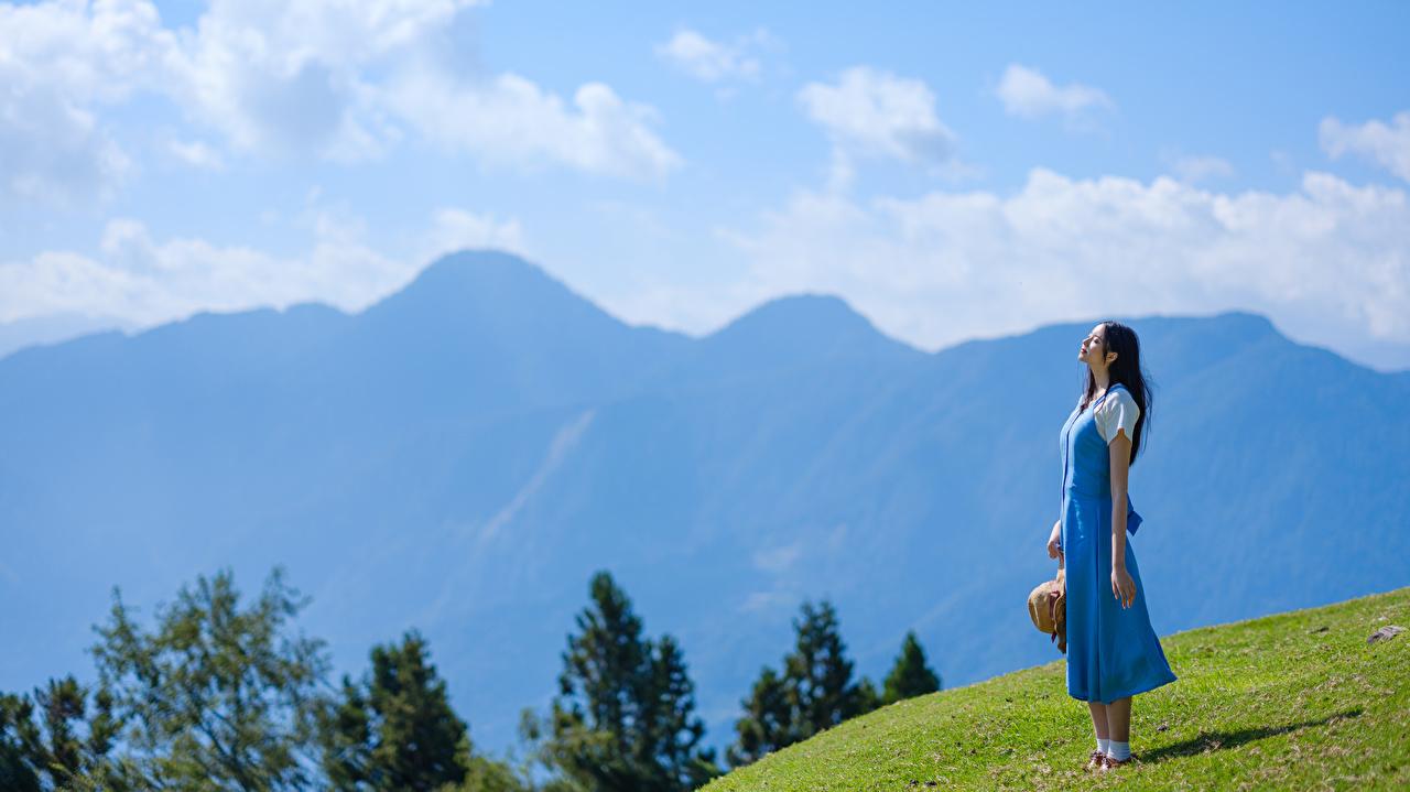 Обои для рабочего стола гора Девушки азиатки Горы девушка молодая женщина молодые женщины Азиаты азиатка