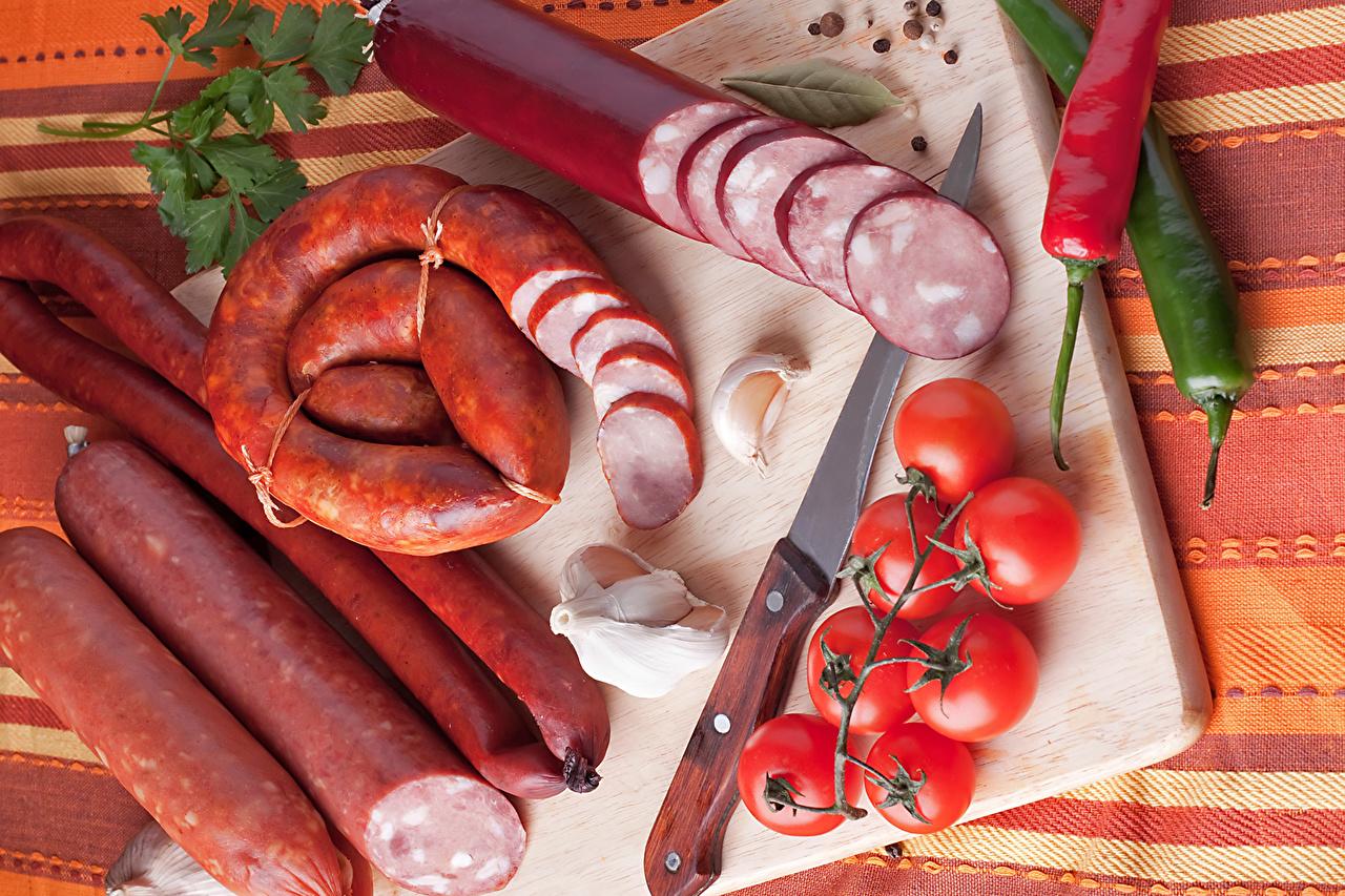 Фото Колбаса Помидоры Чеснок Пища перец овощной Мясные продукты Томаты Еда Перец Продукты питания