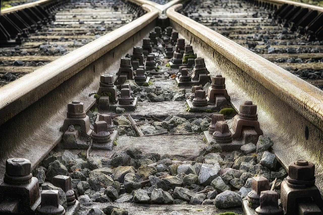 Картинка рельсах Камень Железные дороги Крупным планом Рельсы Камни вблизи