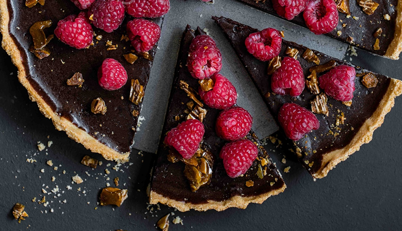 Картинки Пирог Шоколад часть Малина Продукты питания Кусок Еда Пища