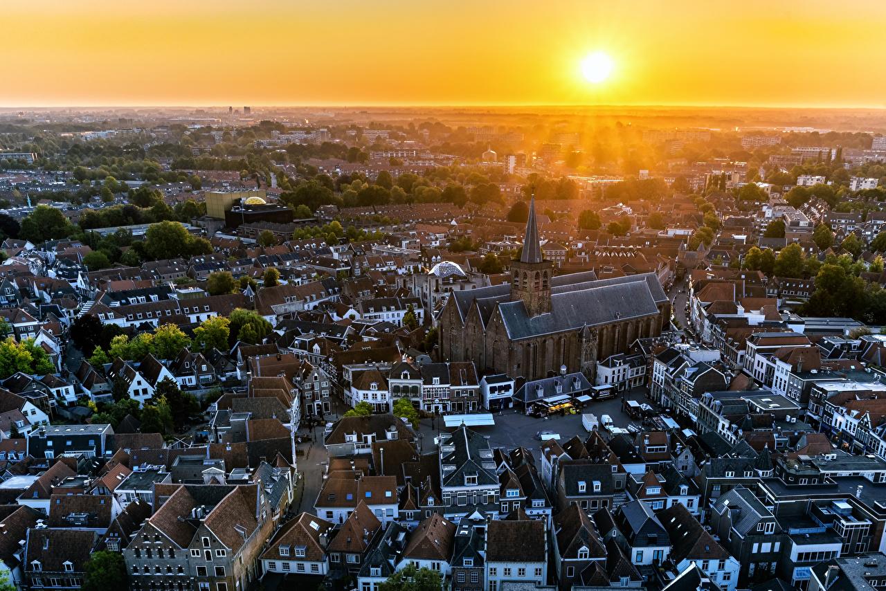Фотография Церковь голландия Amerfoort Солнце Утро Рассветы и закаты Сверху Дома город Нидерланды солнца рассвет и закат Здания Города